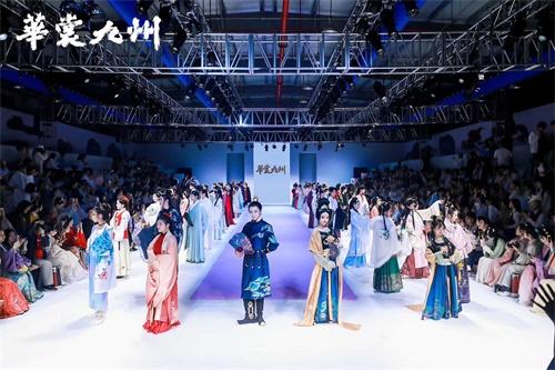 《天涯明月刀》外观设计登陆华服时尚秀,冬季相约手游!