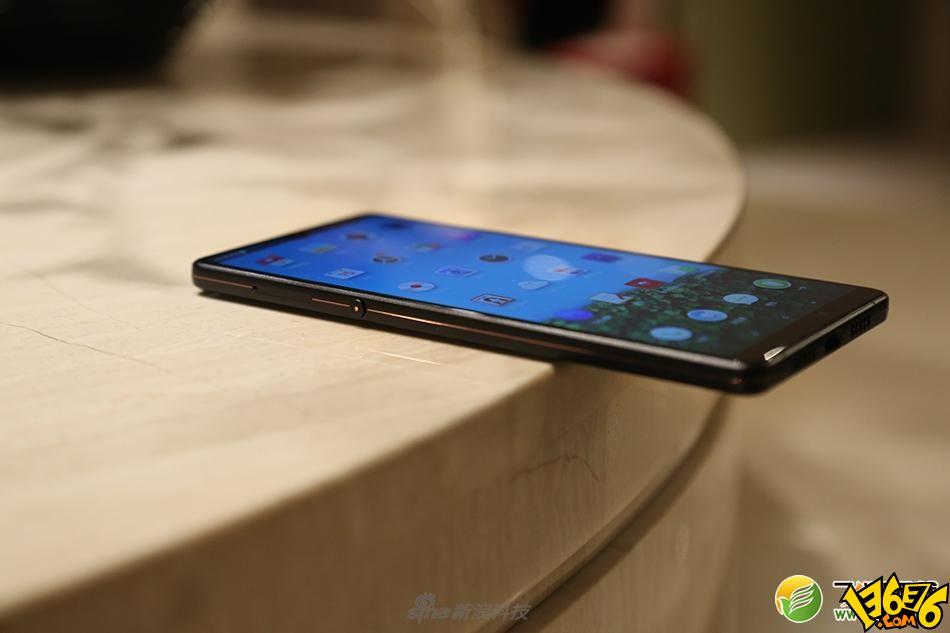 荣耀V20和坚果R1手机对比实用评测